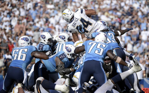 Rosario Grabs Three Td S Chargers Blow Out Titans 38 10